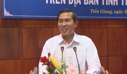 Chairman of the PPC Le Van Huong works with banks