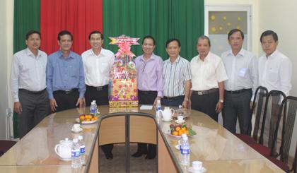 Chủ tịch UBND tỉnh Lê Văn Hưởng thăm, chúc tết Hiệp hội Doanh nghiệp tỉnh.