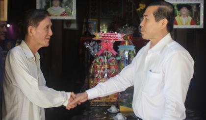 Chủ tịch UBND tỉnh Lê Văn Hưởng thăm, chúc tết Doanh nghiệp Tư nhân Long Thuận.