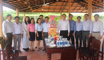 Chủ tịch UBND tỉnh Lê Văn Hưởng thăm, chúc tết Khu du lịch Điền Lan Thôn Trang.