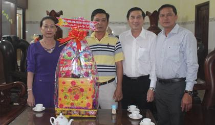 Chủ tịch UBND tỉnh Lê Văn Hưởng thăm, chúc tết Công ty TNHH Long Việt.