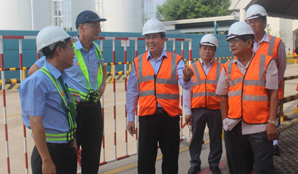 Chairman of the PPC works with the Heineken Vietnam Brewery Tien Giang