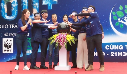 Provinces and cities pledge to turn off lights as Earth Hour launched in Vietnam