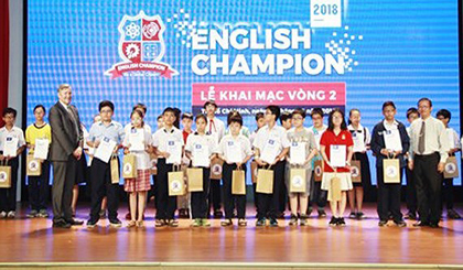 Over 4,000 students sit for English Champion contest