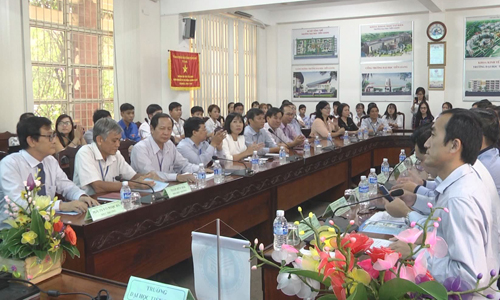 Tien Giang University exchanges with businessmen