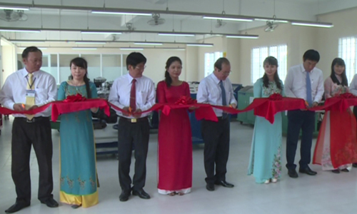 Tien Giang Vocational College recieves vocational training equipment