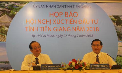 Chủ tịch UBND tỉnh Tiền Giang Lê Văn Hưởng phát biểu tại buổi họp báo.