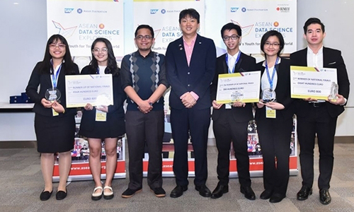 Three winning teams of the contest at the closing ceremony in Hanoi on September 19