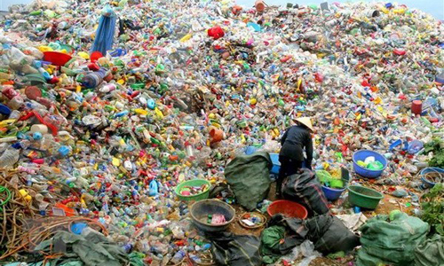 According to Japan's estimate, Vietnam ranks fourth worldwide in the amount of plastic waste dumped into the sea, with about 730,000 tonnes each year.