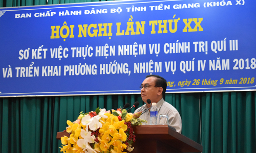 Standing Deputy Secretary of the Provincial Party Committee Vo Van Binh speaks at the conference.
