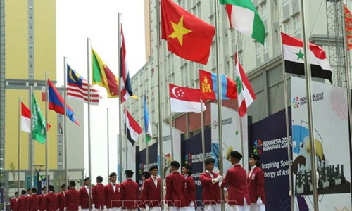 Vietnam's flag was hoisted at the athlete village in Jakarta capital of Indonesia at a ceremony on October 5. (Source: VNA)