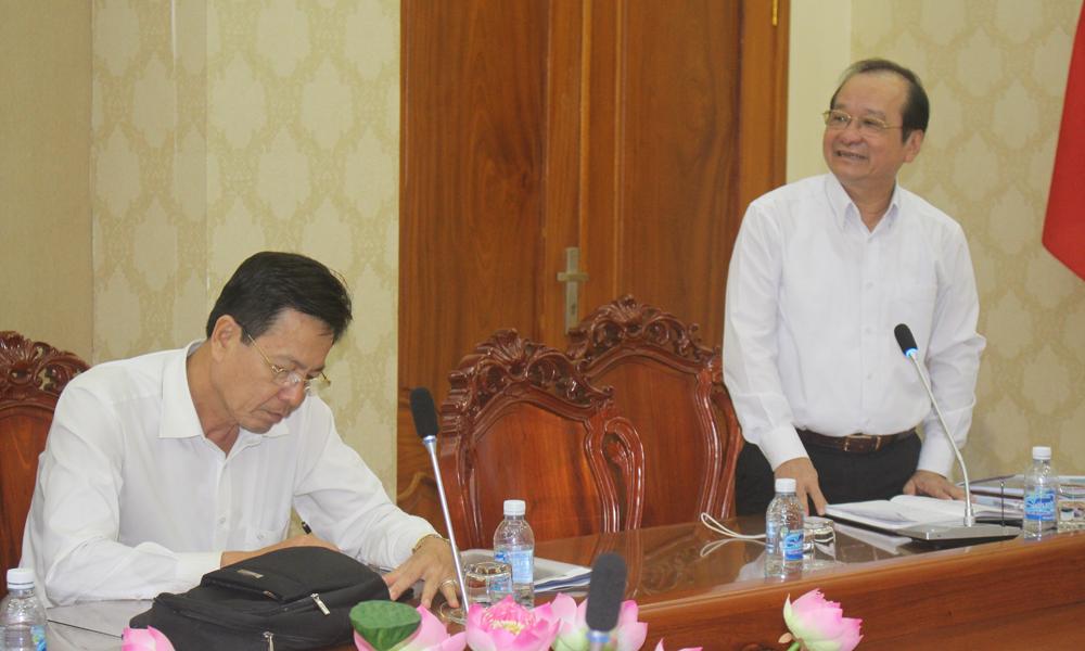 Phó Chủ tịch UBND tỉnh Trần Thanh Đức biểu tại buổi làm việc.