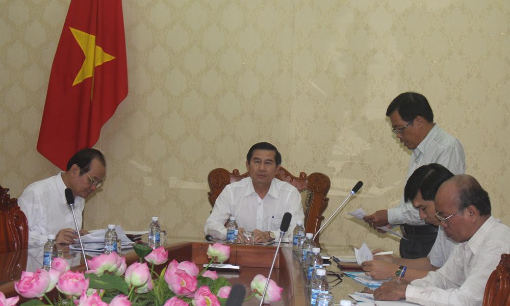 Giám đốc Sở Văn hóa - Thể thao và Du lịch Nguyễn Đức Đảm đã báo cáo về công tác chuẩn bị Lễ hội.