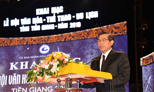 Mr. Le Van Huong spoke at the opening ceremony.