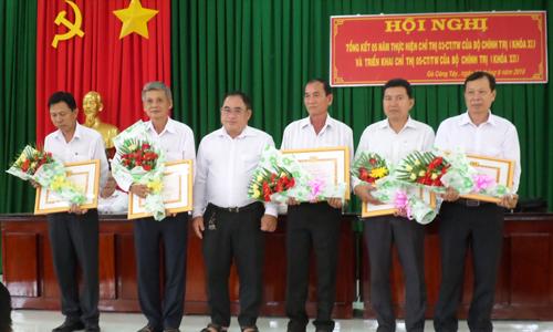 Huyện ủy Gò Công Tây tuyên dương các tập thể, cá nhân có thành tích xuất sắc qua 2 năm thực hiện Chỉ thị 05 của Bộ Chính trị.