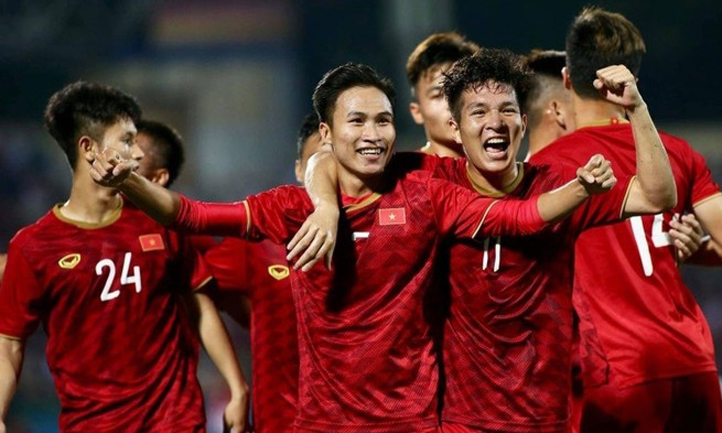 Vietnam's U-23 players celebrate their first goal