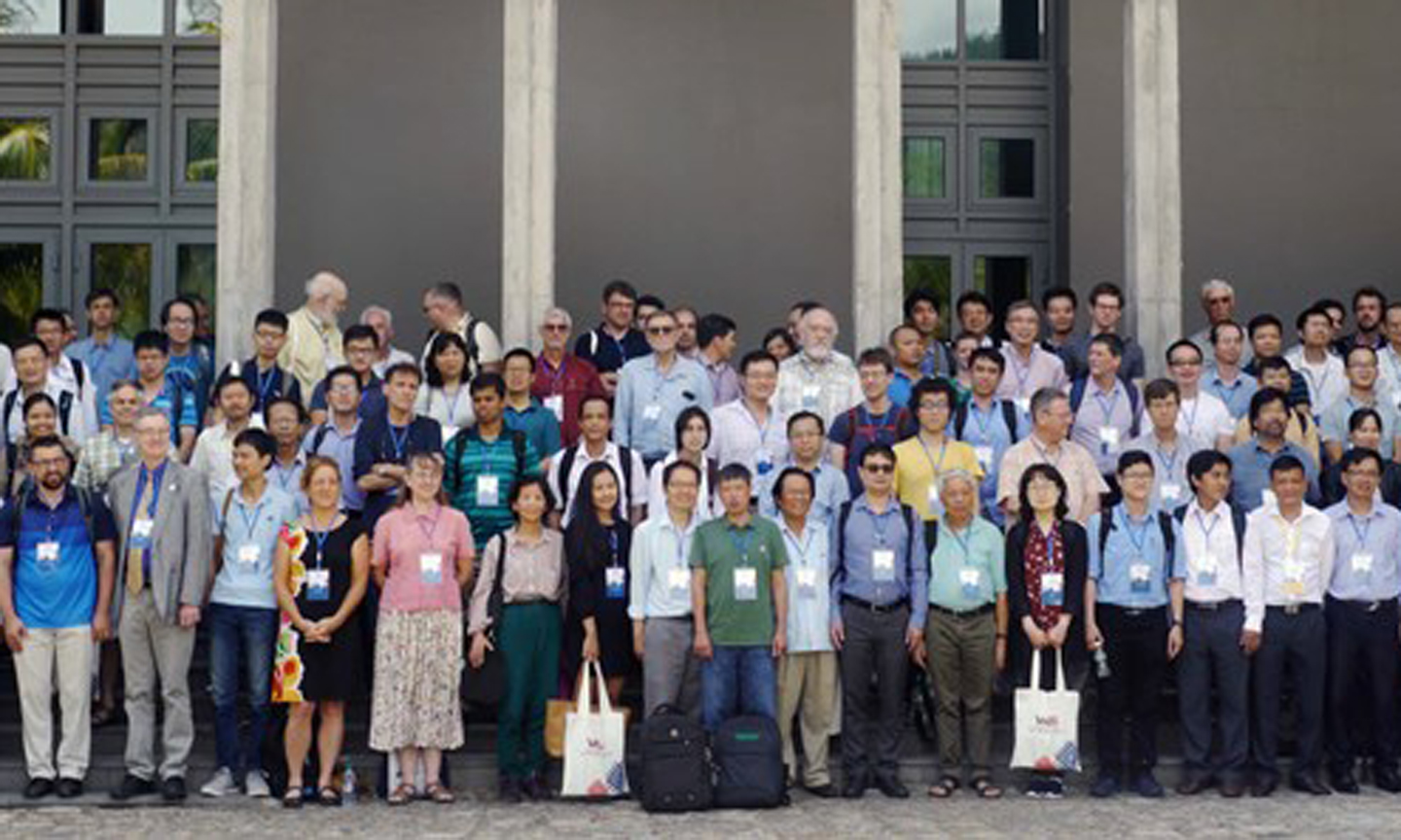 Participants of the conference pose for a group photo (Photo: VNA)