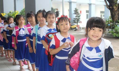 More than 280 thousand students of Tien Giang province come to school