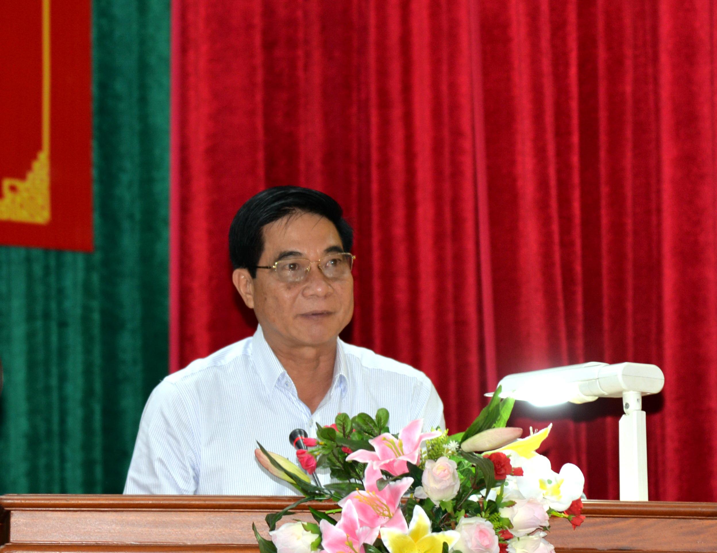 Đồng chí Nguyễn Văn Nhã, Ủy viên Thường vụ, Trưởng ban tổ chức Tỉnh ủy thông qua kế hoạch của Ban thường vụ Tỉnh ủy triển khai Chỉ thị 35 của Bộ chính trị và quyết định thành lập các  tiểu ban phục vụ đại hội Đảng bộ tỉnh lần thứ 11