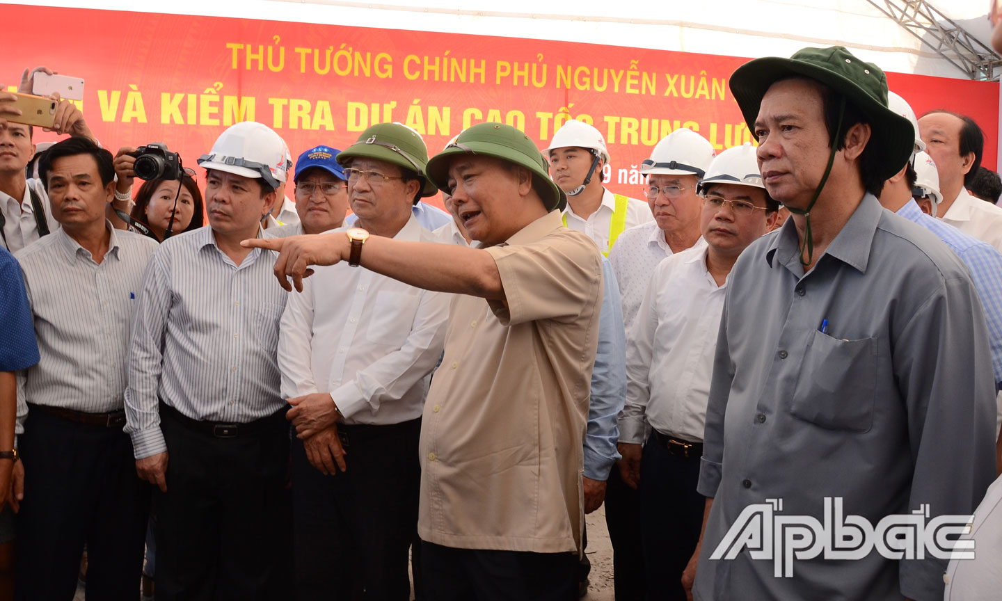 PM urges Trung Luong-My Thuan Expressway to connect the whole route by December 31