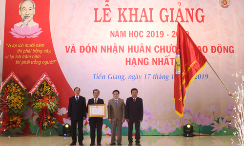 Tien Giang Medical College receives the First-class Labor Medal