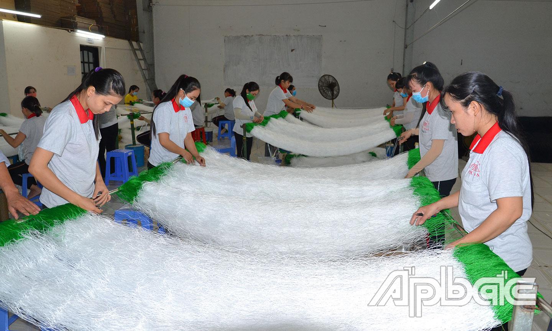 Với việc được tỉnh quan tâm tạo điều kiện phát triển sản xuất, Công ty TNHH Sản xuất - Thương mại Phú Đạt đã mạnh dạn mở rộng sản xuất.