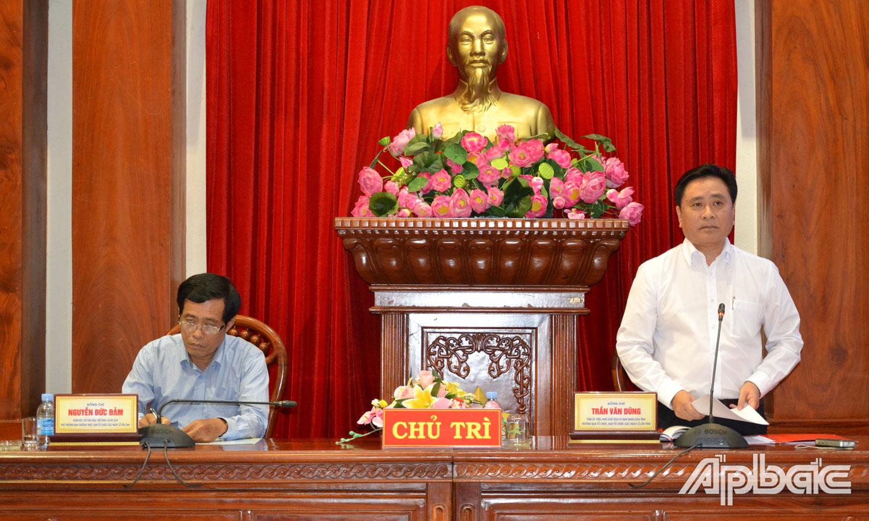 Phó Chủ tịch UBND tỉnh Trần Văn Dũng phát biểu tại hội nghị.